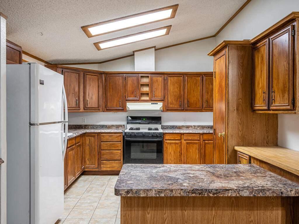 110-Grace-Dr-Paso-Robles-CA-008-014-Kitchen-MLS_Size