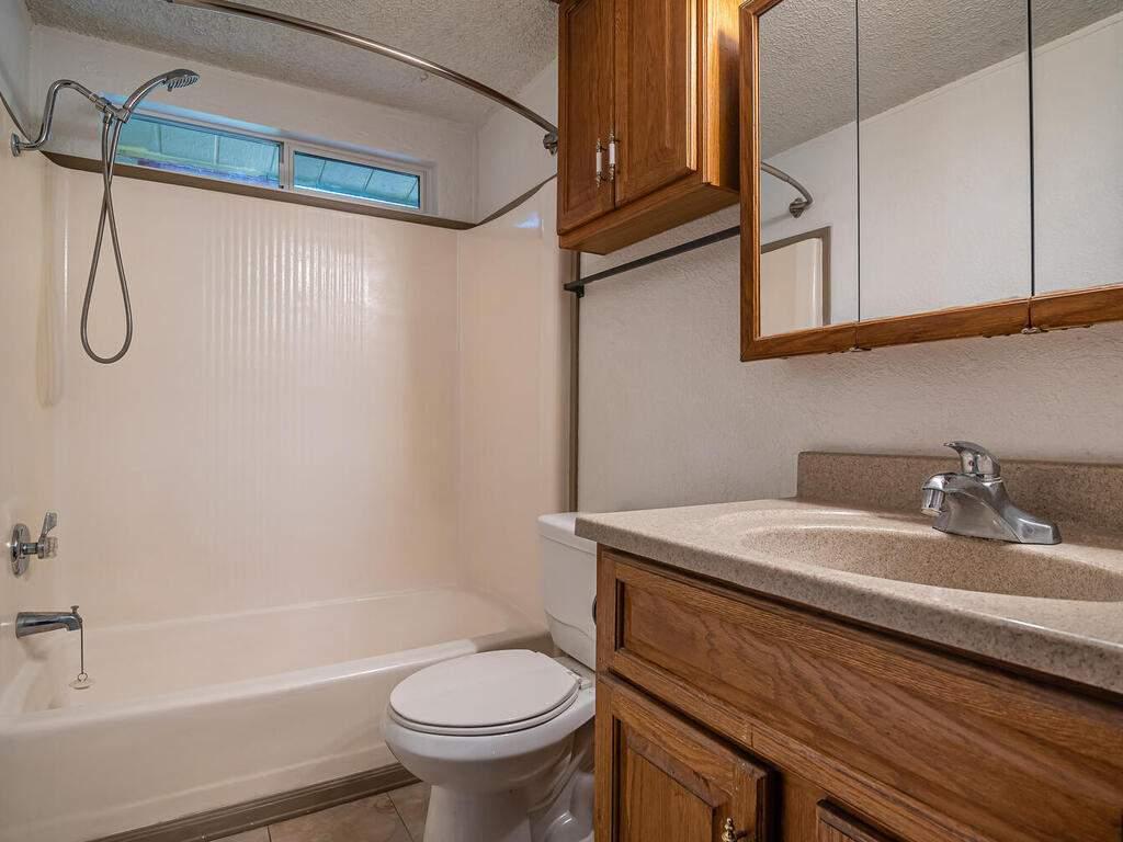 110-Grace-Dr-Paso-Robles-CA-018-027-Bathroom-2-MLS_Size