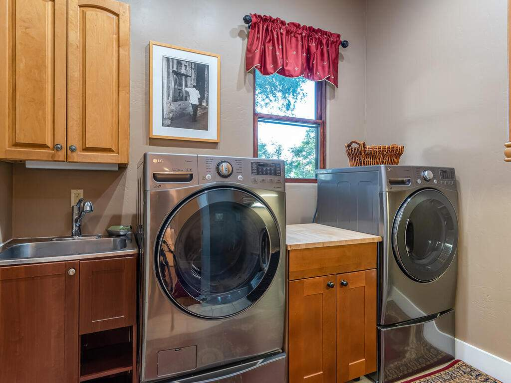111-Kim-Ct-Templeton-CA-93465-USA-031-026-Laundry-Room-MLS_Size
