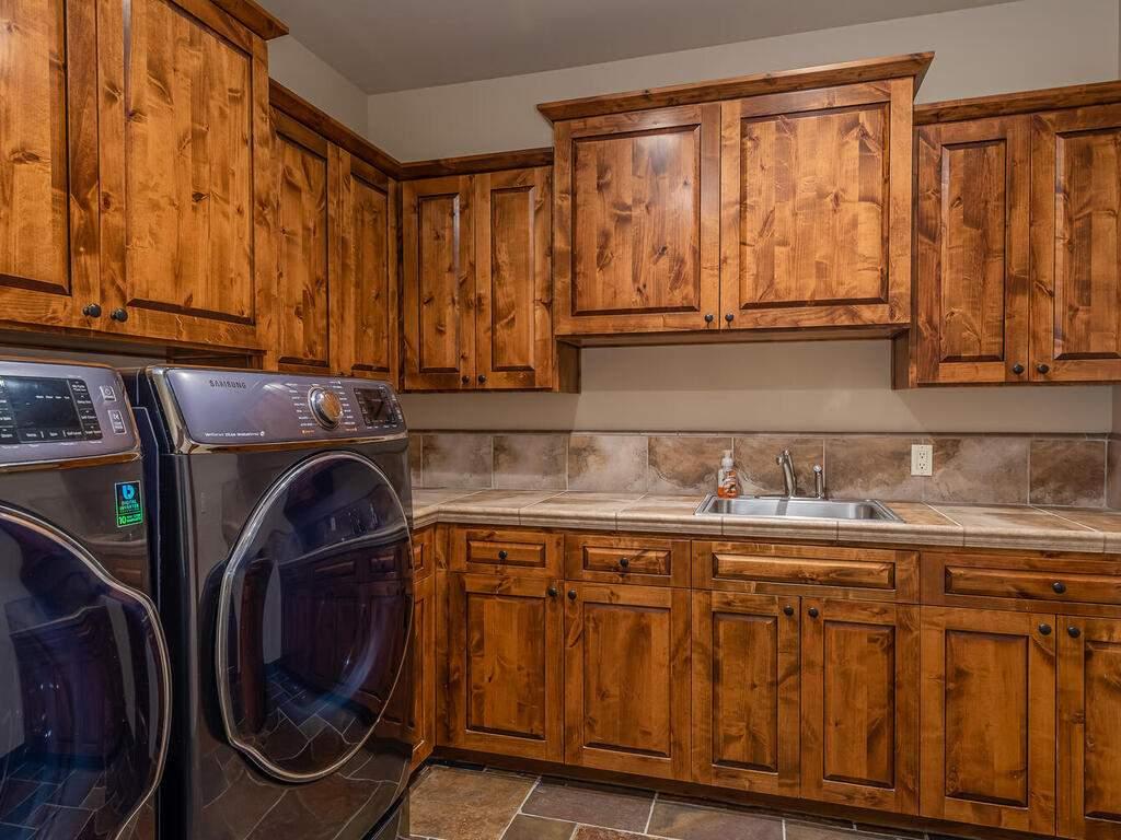 1113-Burnt-Rock-Way-Templeton-CA-93465-USA-026-022-Laundry-Room-MLS_Size