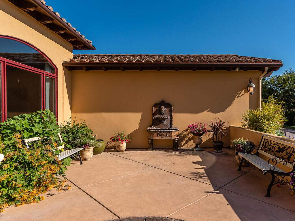 1113-Burnt-Rock-Way-Templeton-CA-93465-USA-042-036-Front-Patio-MLS_Size