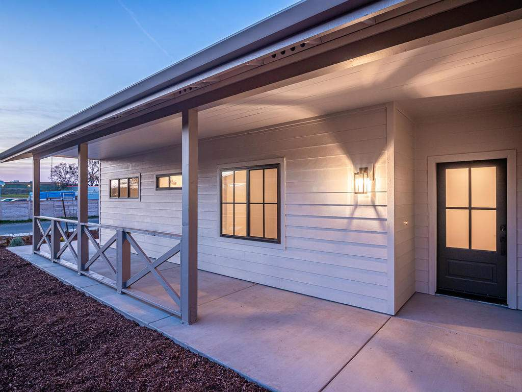 136-Rowan-Way-Templeton-CA-002-001-Covered-Porch-MLS_Size