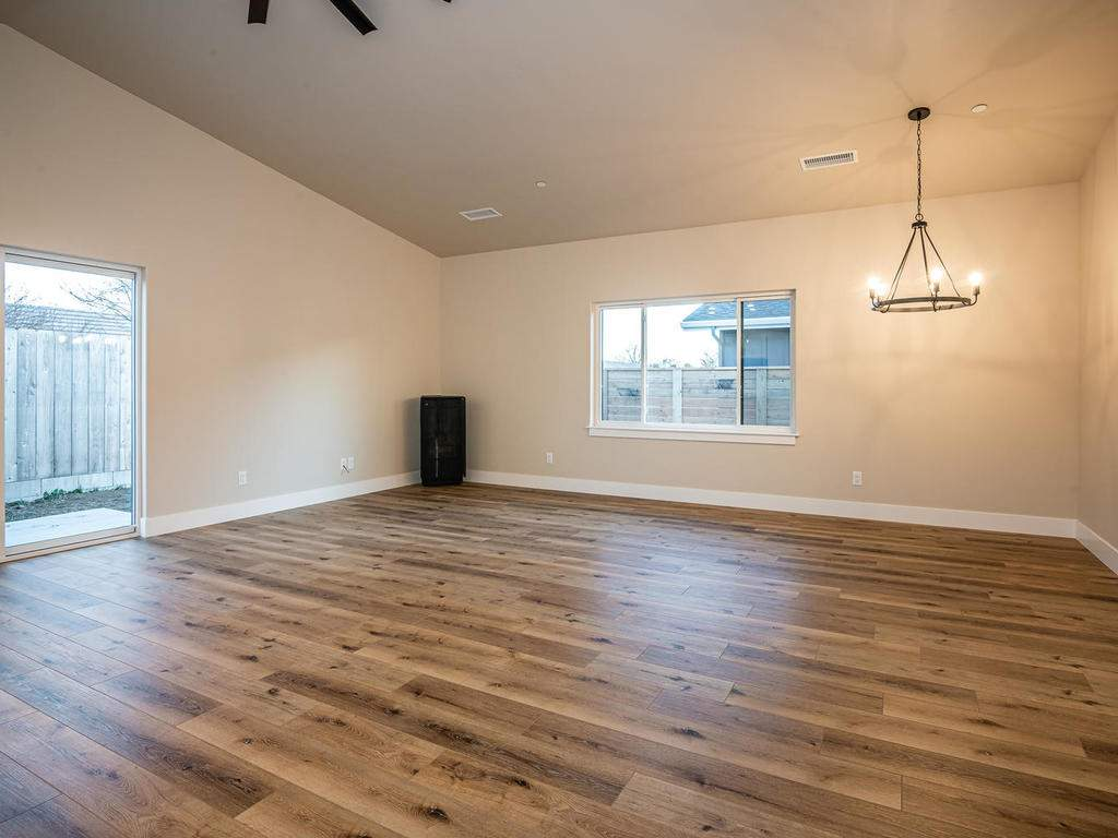 136-Rowan-Way-Templeton-CA-003-004-Living-Room-MLS_Size