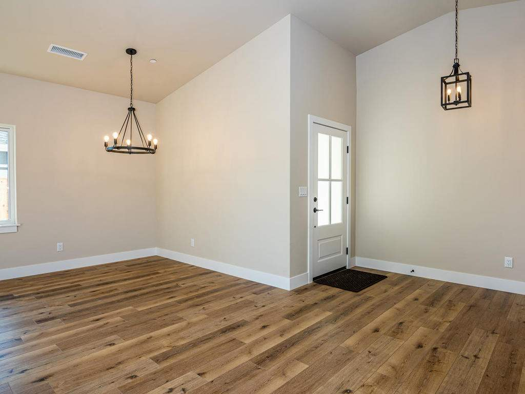 136-Rowan-Way-Templeton-CA-004-003-Dining-Room-MLS_Size