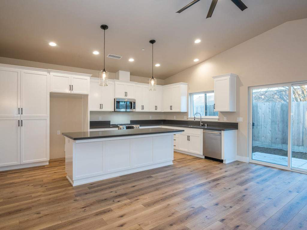 136-Rowan-Way-Templeton-CA-005-006-Kitchen-MLS_Size