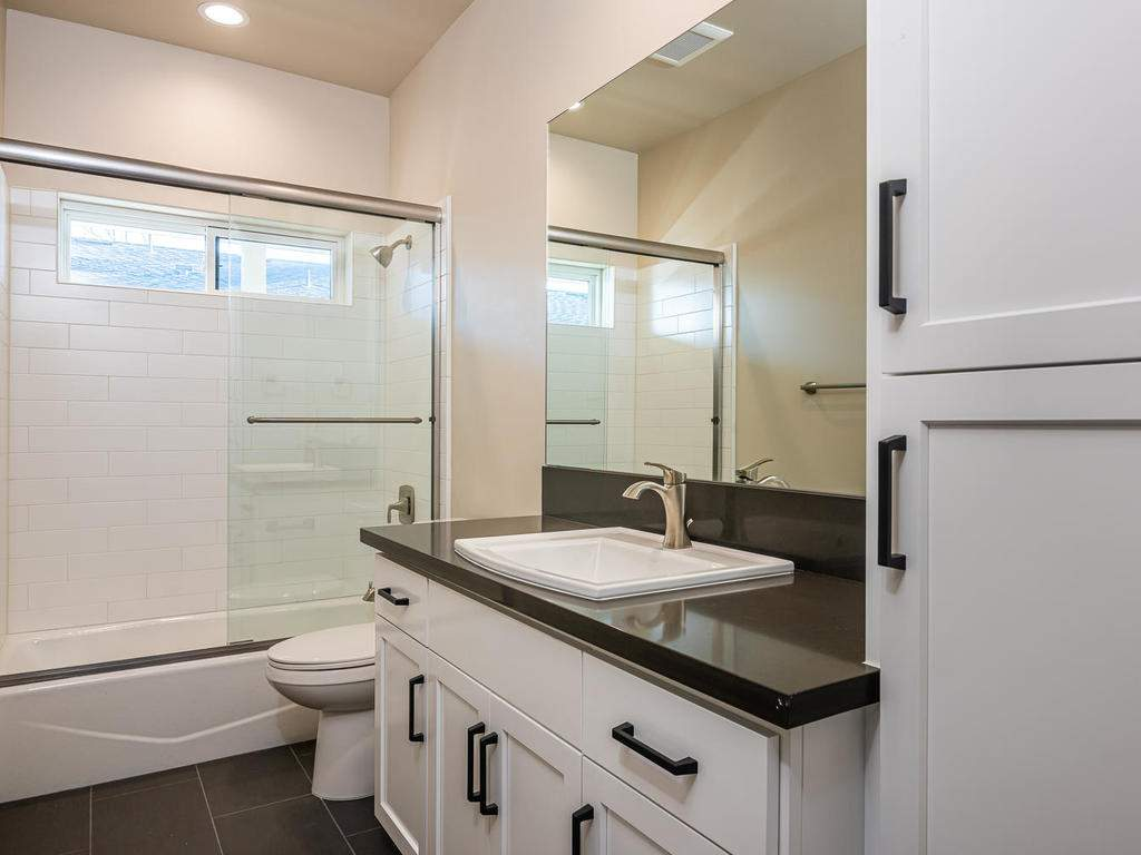 136-Rowan-Way-Templeton-CA-018-017-Bathroom-Three-MLS_Size