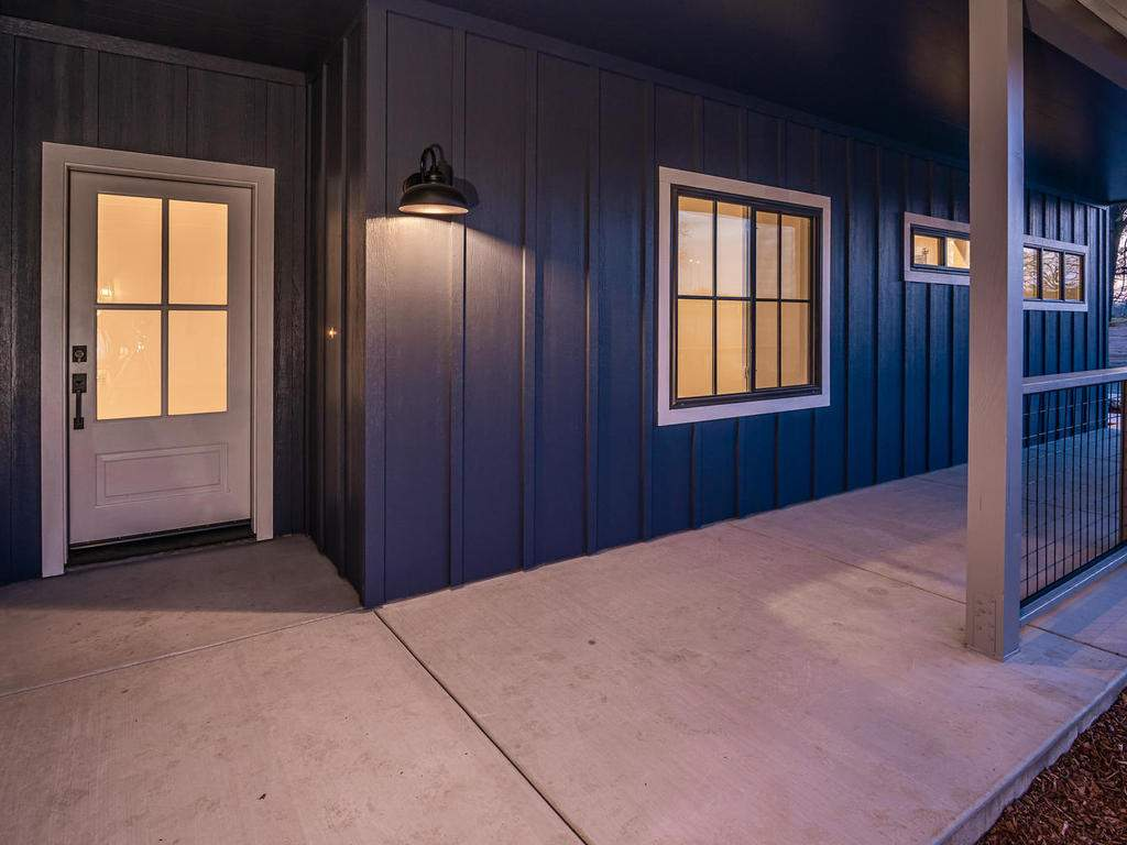 148-Rowan-Way-Templeton-CA-002-002-Covered-Porch-MLS_Size