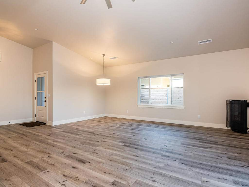 148-Rowan-Way-Templeton-CA-004-006-Living-Room-MLS_Size