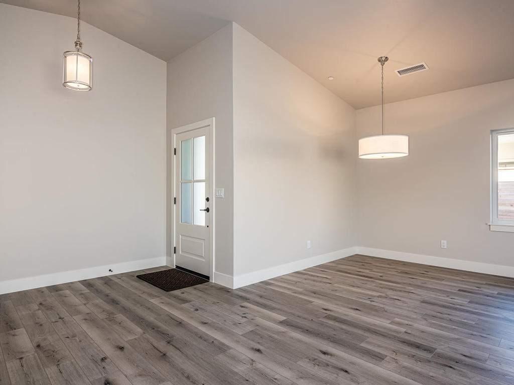 148-Rowan-Way-Templeton-CA-006-007-Dining-Room-MLS_Size
