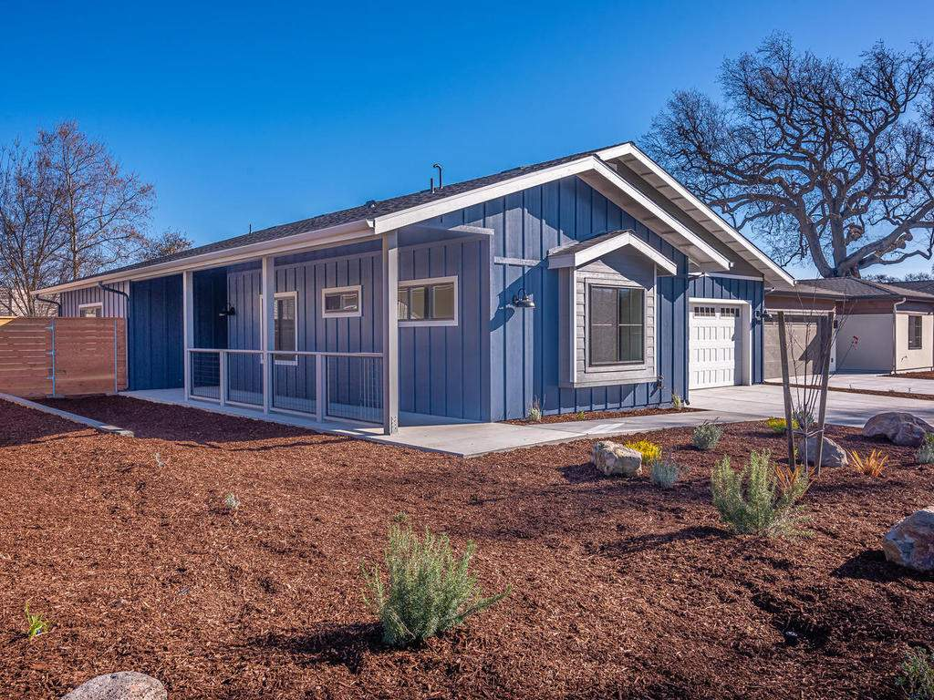 148-Rowan-Way-Templeton-CA-024-021-Front-of-Home-MLS_Size