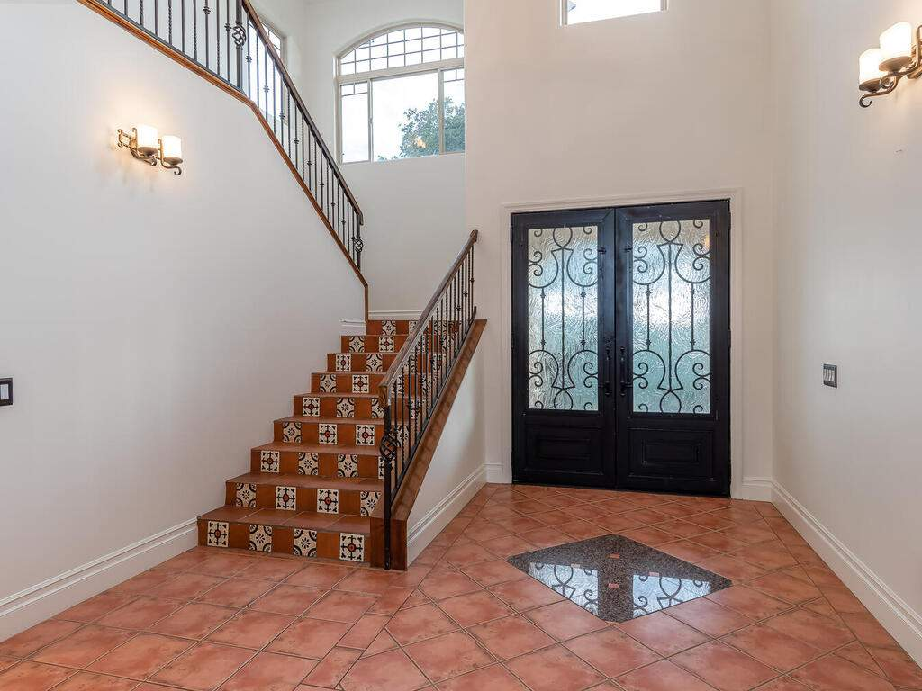 1550-Post-Canyon-Dr-Templeton-CA-93465-USA-009-006-Foyer-MLS_Size