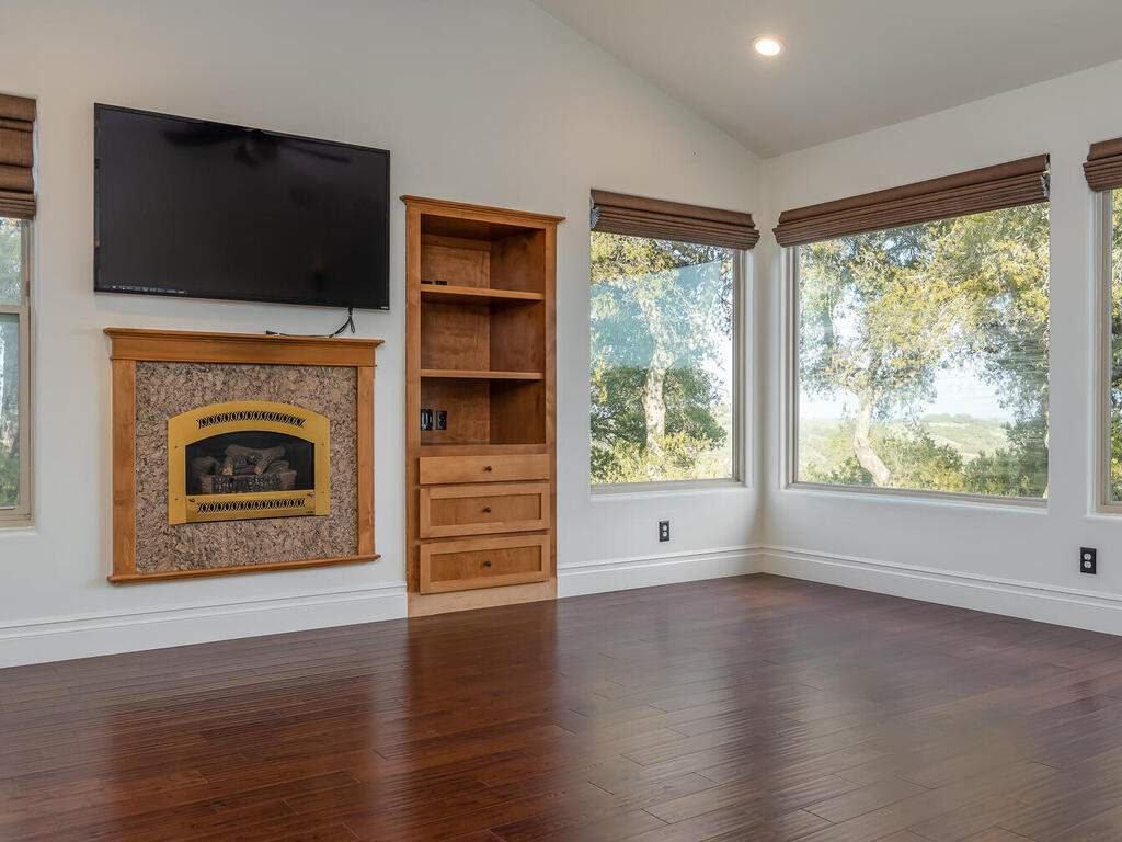 1550-Post-Canyon-Dr-Templeton-CA-93465-USA-026-024-Master-Suite-MLS_Size