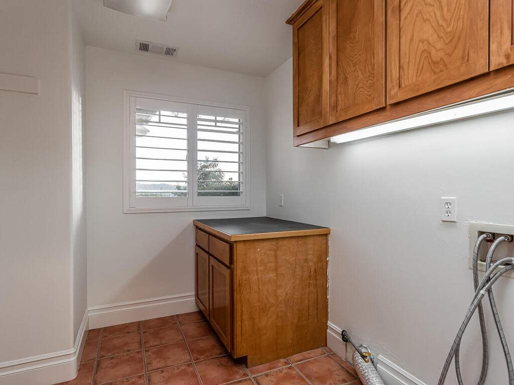 1550-Post-Canyon-Dr-Templeton-CA-93465-USA-038-034-Laundry-Room-MLS_Size
