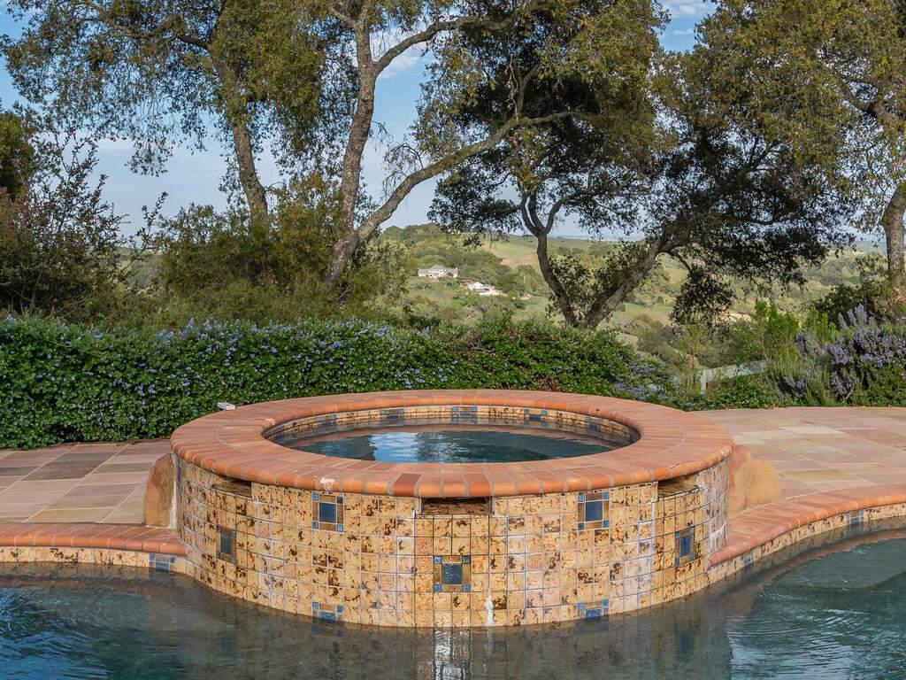 1550-Post-Canyon-Dr-Templeton-CA-93465-USA-047-048-Hot-Tub-MLS_Size