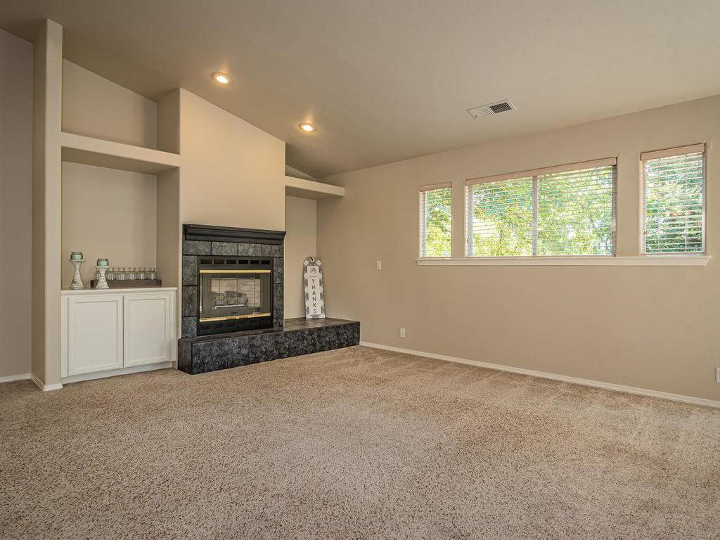 1591-Stormy-Way-Paso-Robles-CA-004-004-Living-Room-MLS_Size