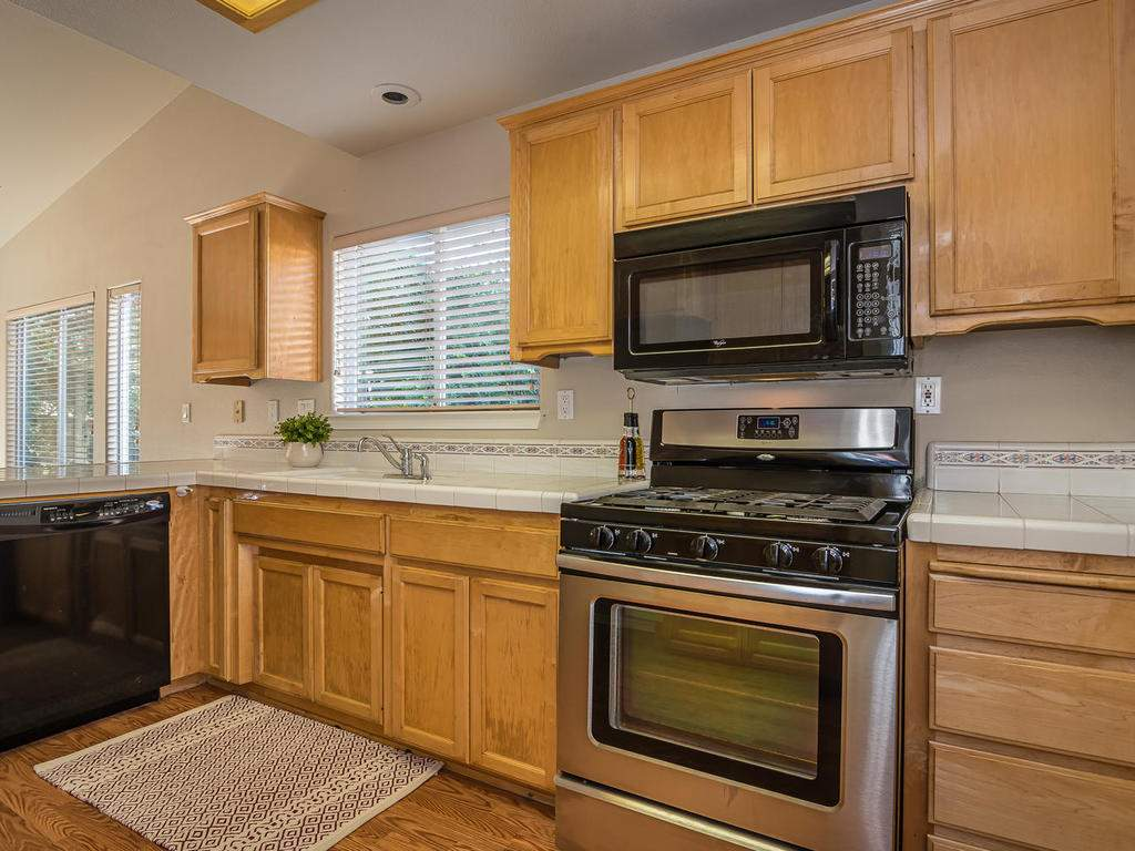 1591-Stormy-Way-Paso-Robles-CA-013-012-Kitchen-MLS_Size