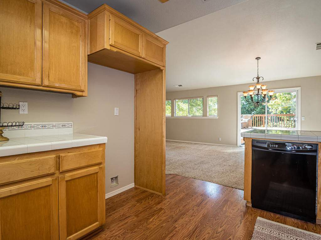 1591-Stormy-Way-Paso-Robles-CA-014-014-Kitchen-MLS_Size