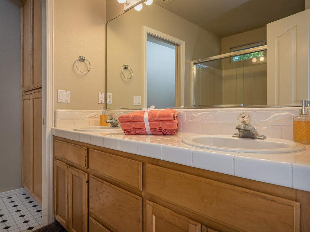 1591-Stormy-Way-Paso-Robles-CA-017-017-Master-Bathroom-MLS_Size