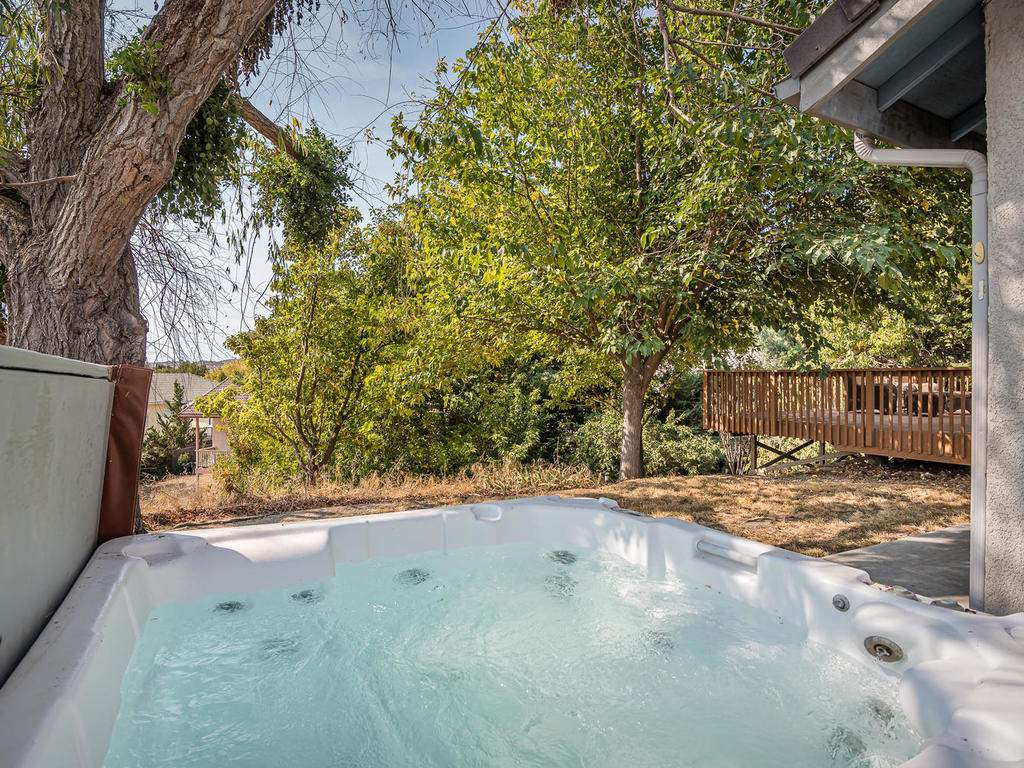 1591-Stormy-Way-Paso-Robles-CA-030-028-Hot-Tub-MLS_Size