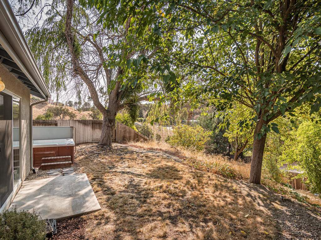 1591-Stormy-Way-Paso-Robles-CA-031-033-Back-Yard-MLS_Size