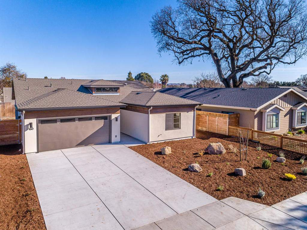 160-Rowan-Way-Templeton-CA-023-023-Front-of-Home-MLS_Size