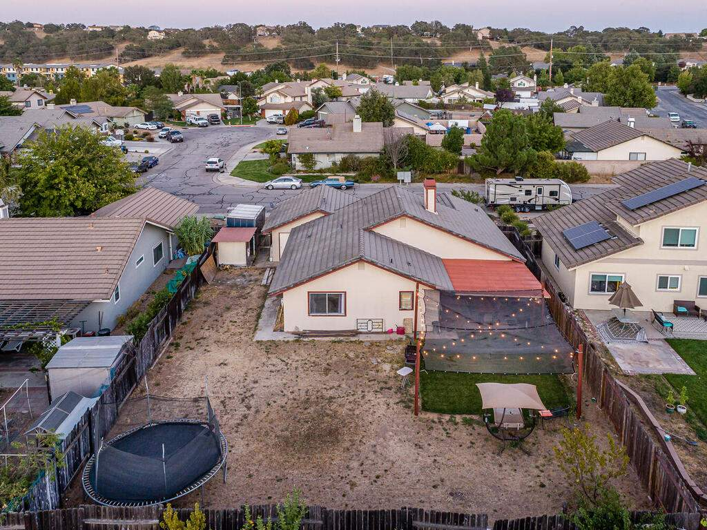 1721-Creeksand-Ln-Paso-Robles-017-014-Rear-of-Home-MLS_Size