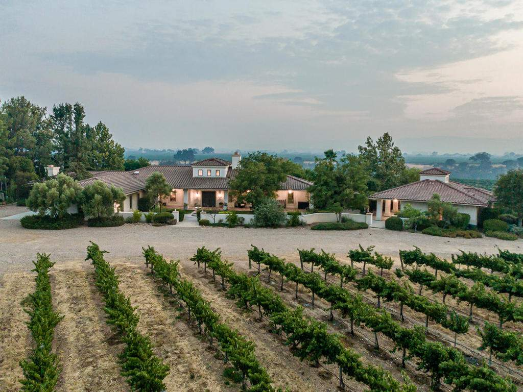 1785-Wellsona-Rd-Paso-Robles-004-001-Front-of-Home-MLS_Size