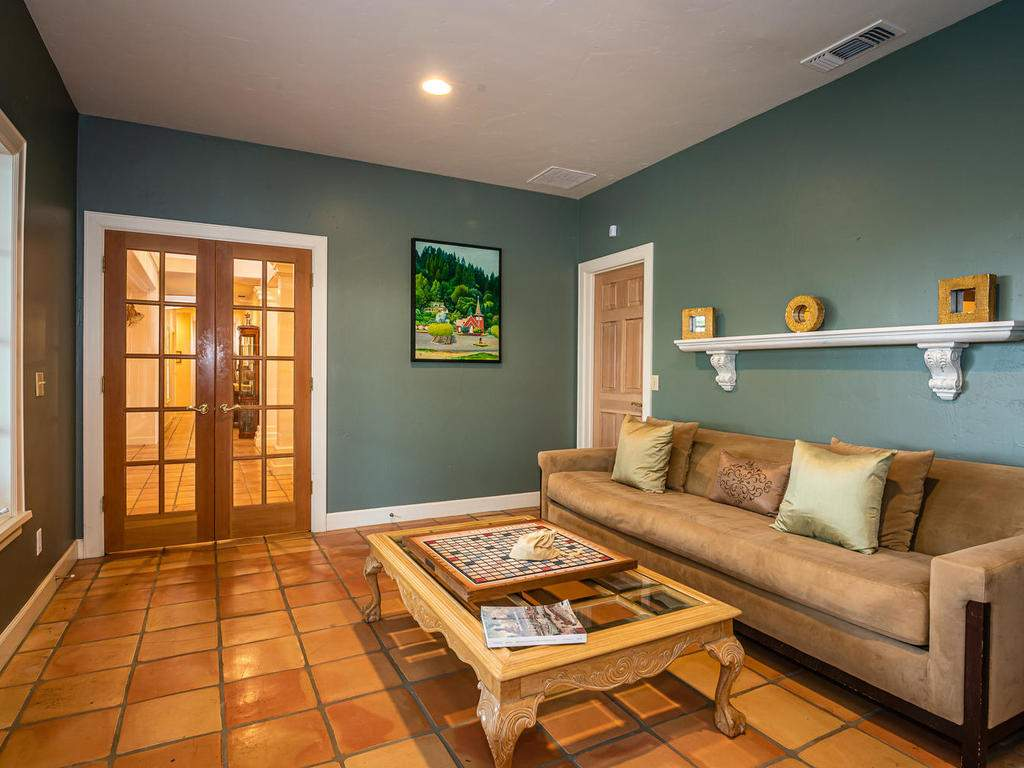 1785-Wellsona-Rd-Paso-Robles-019-023-Library-MLS_Size