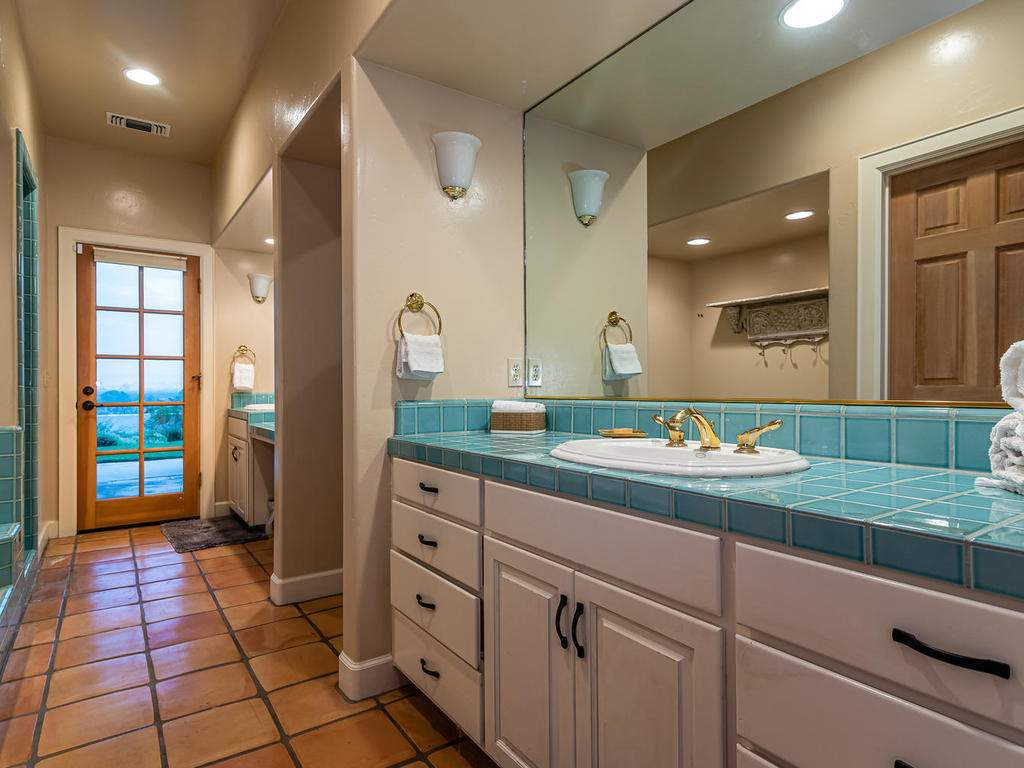 1785-Wellsona-Rd-Paso-Robles-025-024-Master-Suite-MLS_Size