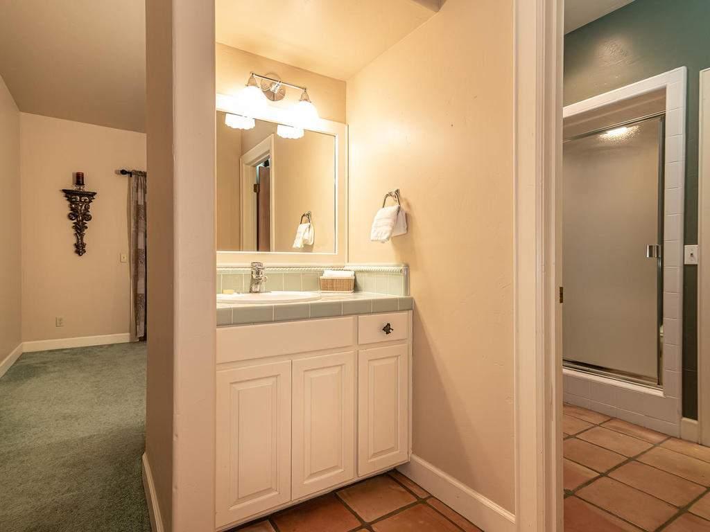 1785-Wellsona-Rd-Paso-Robles-028-026-Jack-Jill-Bathroom-MLS_Size