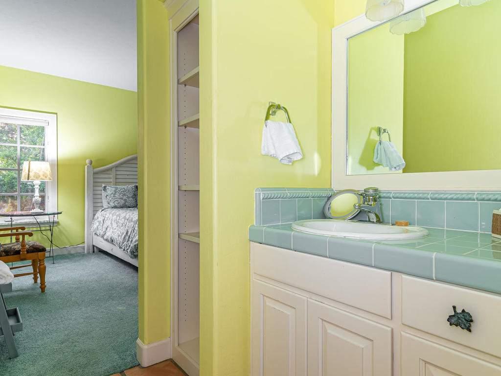 1785-Wellsona-Rd-Paso-Robles-030-025-Jack-Jill-Bathroom-MLS_Size