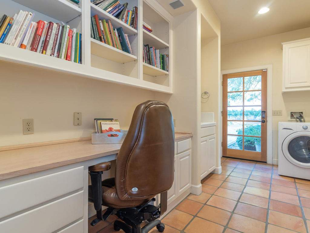 1785-Wellsona-Rd-Paso-Robles-031-030-Laundry-Room-MLS_Size