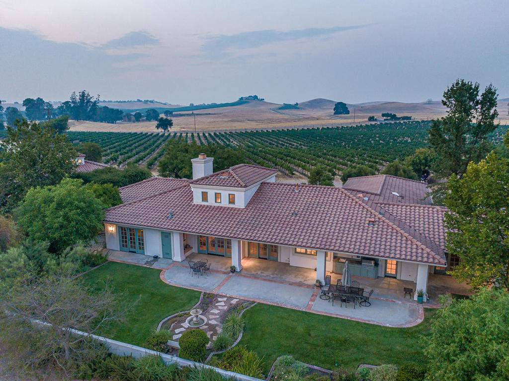 1785-Wellsona-Rd-Paso-Robles-033-050-Rear-of-Home-MLS_Size