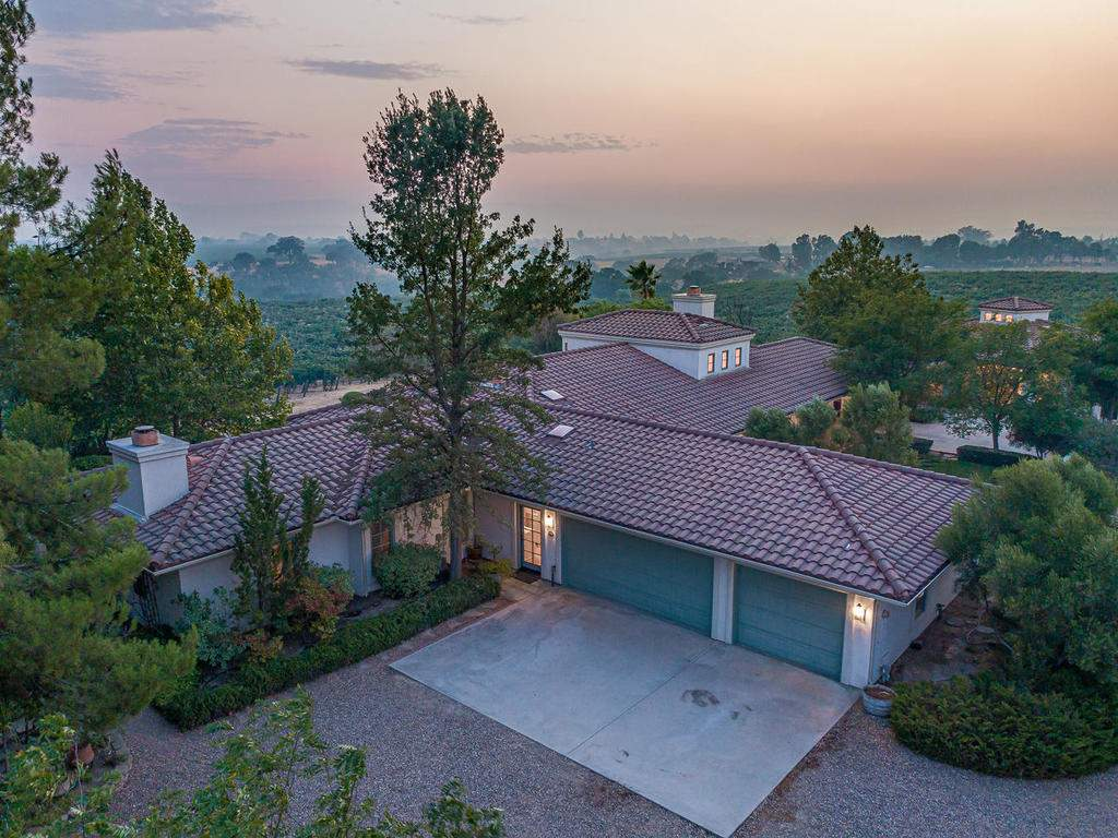 1785-Wellsona-Rd-Paso-Robles-042-037-Garages-MLS_Size