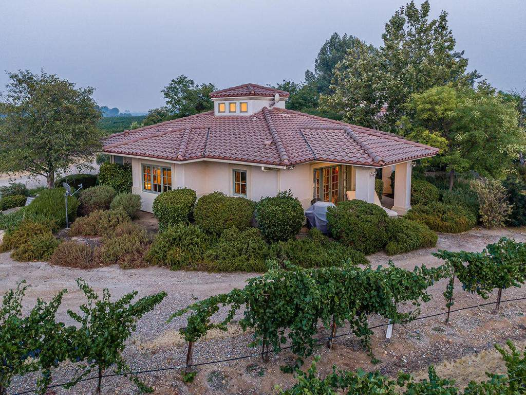 1785-Wellsona-Rd-Paso-Robles-043-044-Guest-House-MLS_Size