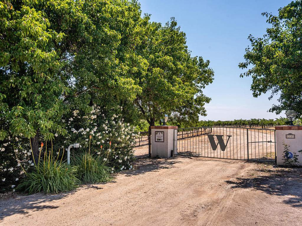 1785-Wellsona-Rd-Paso-Robles-059-057-Entry-Gate-MLS_Size