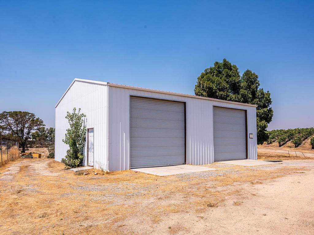 1785-Wellsona-Rd-Paso-Robles-064-062-Barn-MLS_Size
