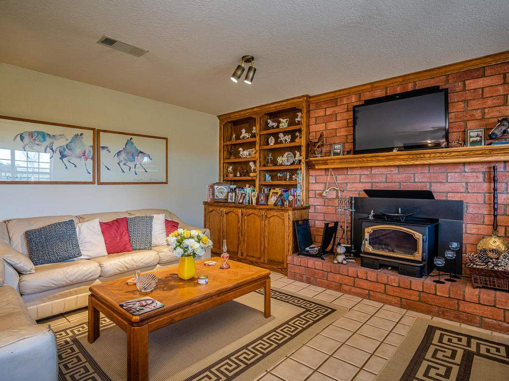 1880-Wellsona-Rd-Paso-Robles-008-012-Living-Room-MLS_Size