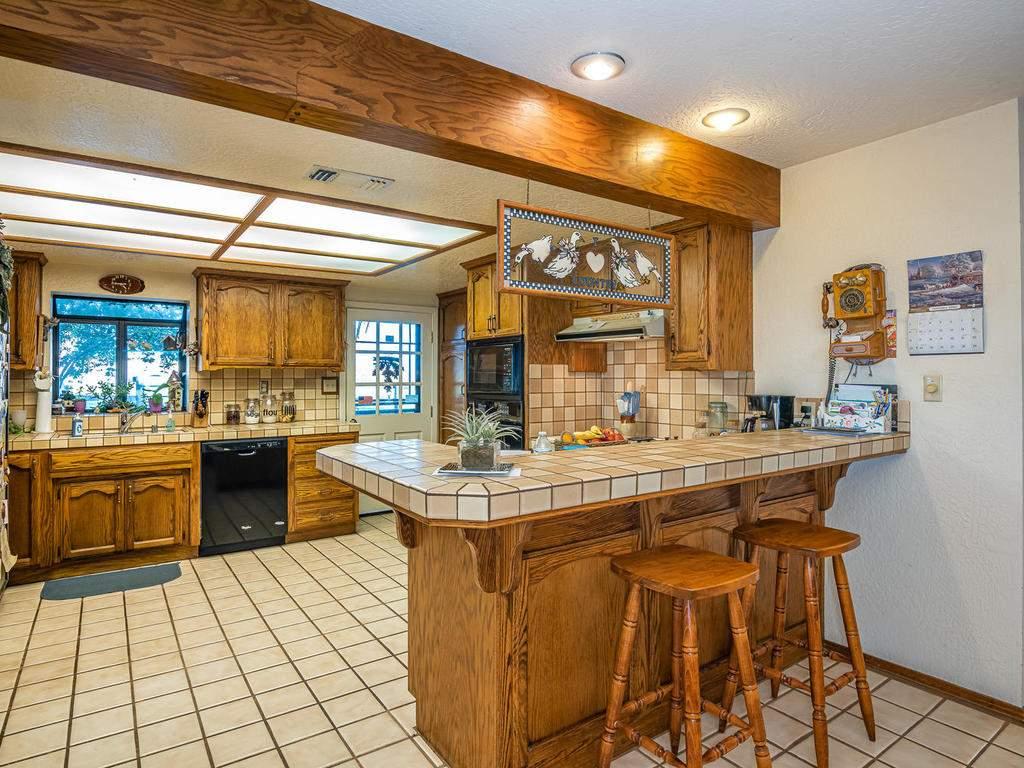 1880-Wellsona-Rd-Paso-Robles-012-022-Kitchen-MLS_Size