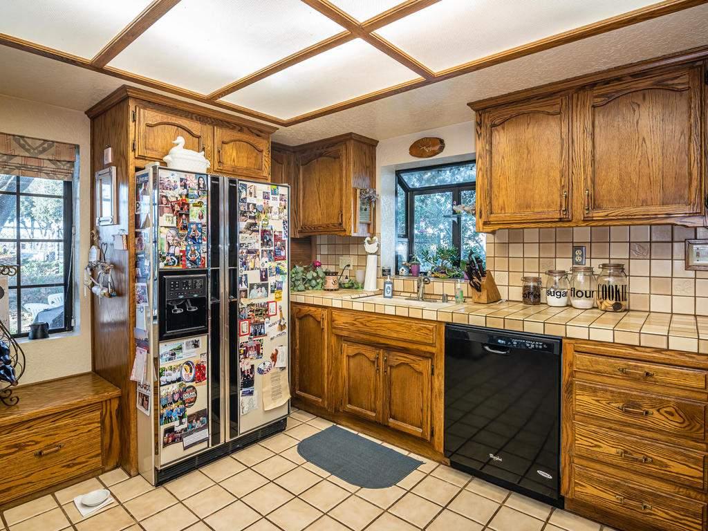 1880-Wellsona-Rd-Paso-Robles-014-030-Kitchen-MLS_Size