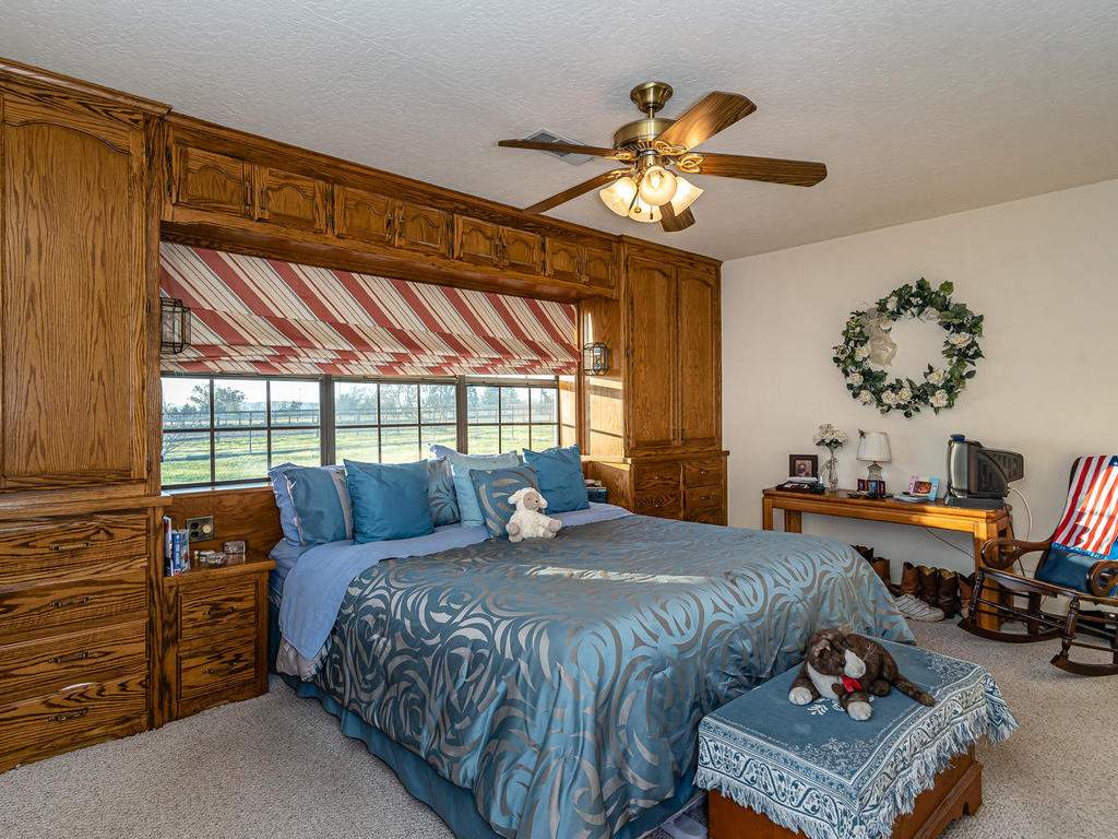 1880-Wellsona-Rd-Paso-Robles-017-018-Master-Suite-MLS_Size