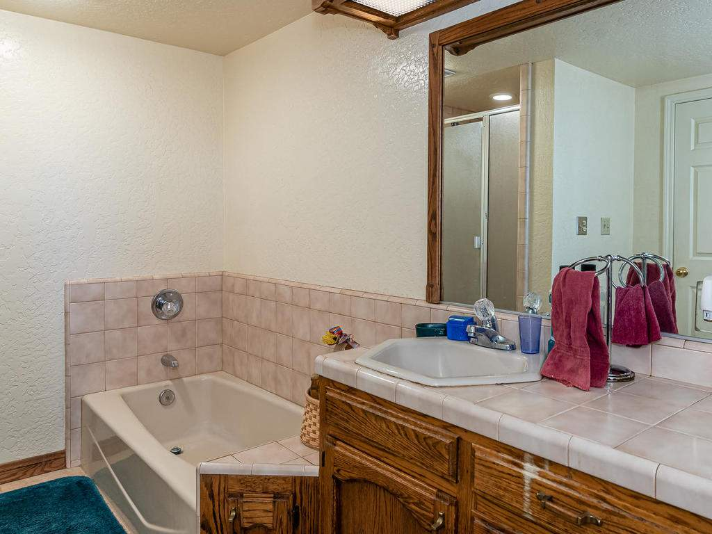 1880-Wellsona-Rd-Paso-Robles-019-020-Master-Suite-MLS_Size
