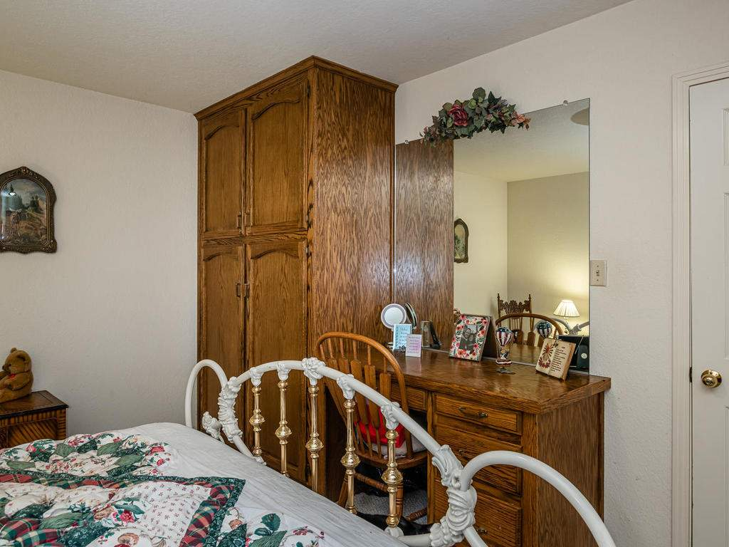 1880-Wellsona-Rd-Paso-Robles-022-025-Bedroom-Two-MLS_Size