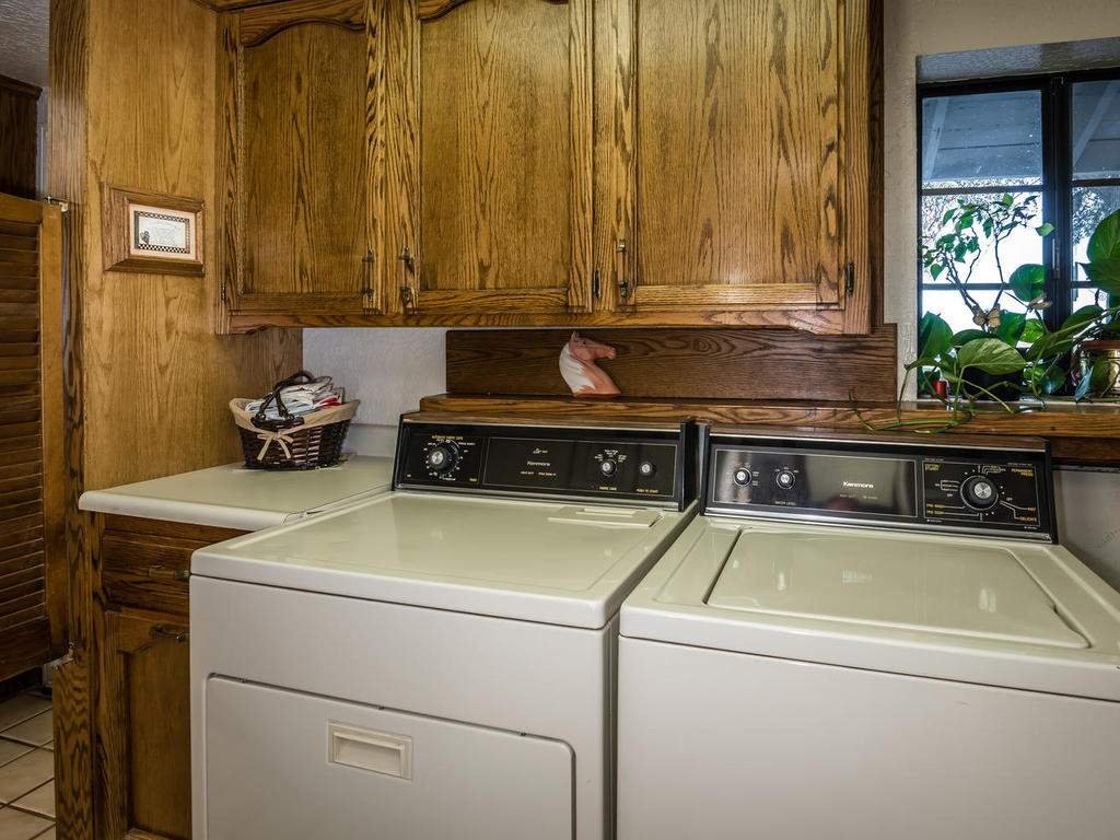 1880-Wellsona-Rd-Paso-Robles-026-010-Laundry-Room-MLS_Size