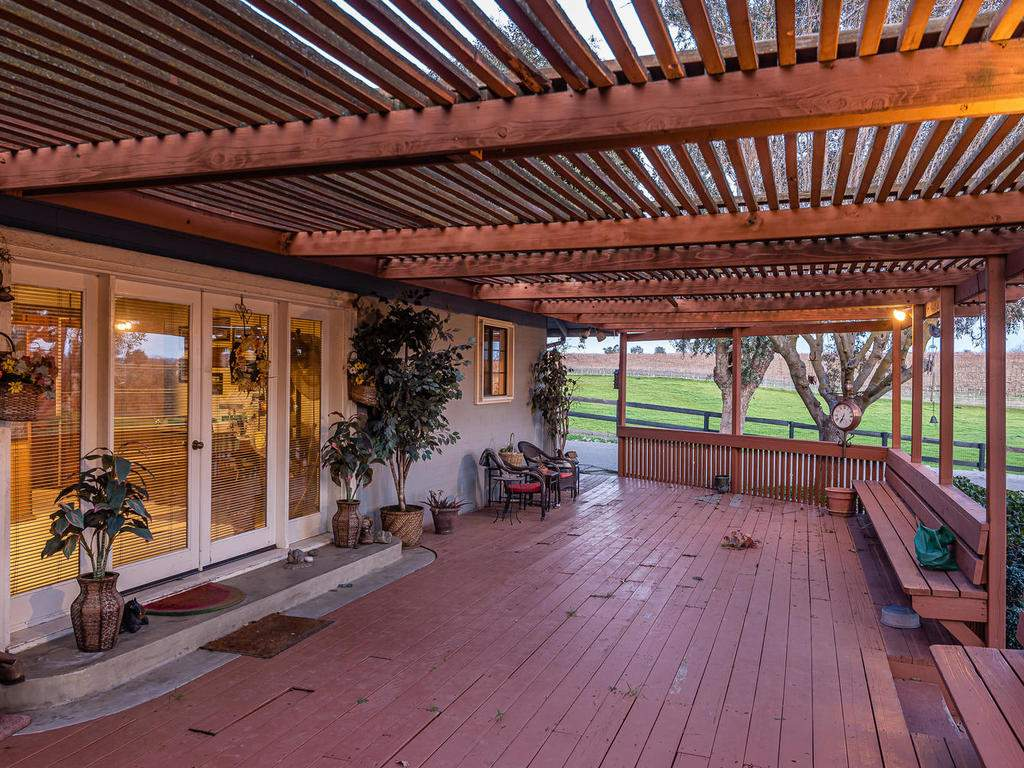 1880-Wellsona-Rd-Paso-Robles-029-026-Large-Deck-MLS_Size