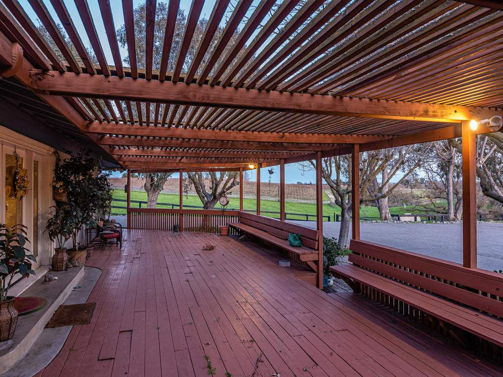 1880-Wellsona-Rd-Paso-Robles-030-037-Large-Deck-MLS_Size