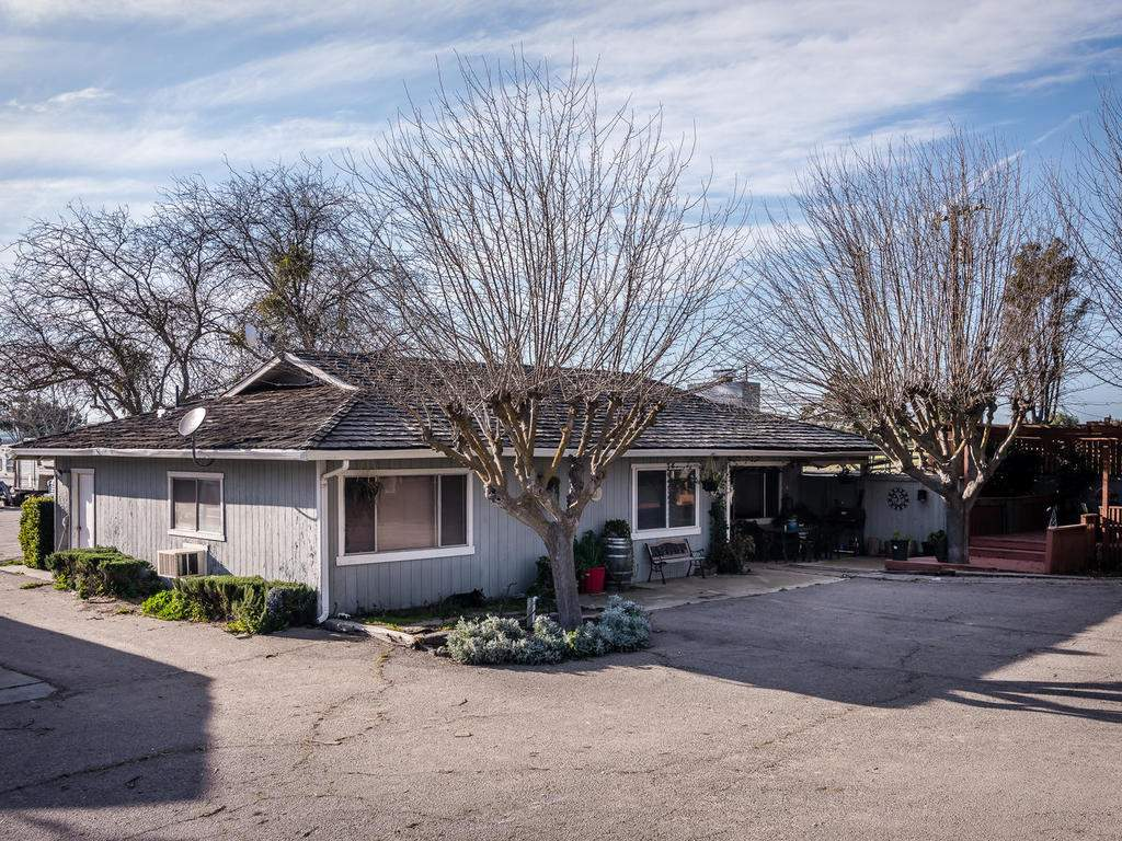 1880-Wellsona-Rd-Paso-Robles-032-002-Guest-House-MLS_Size