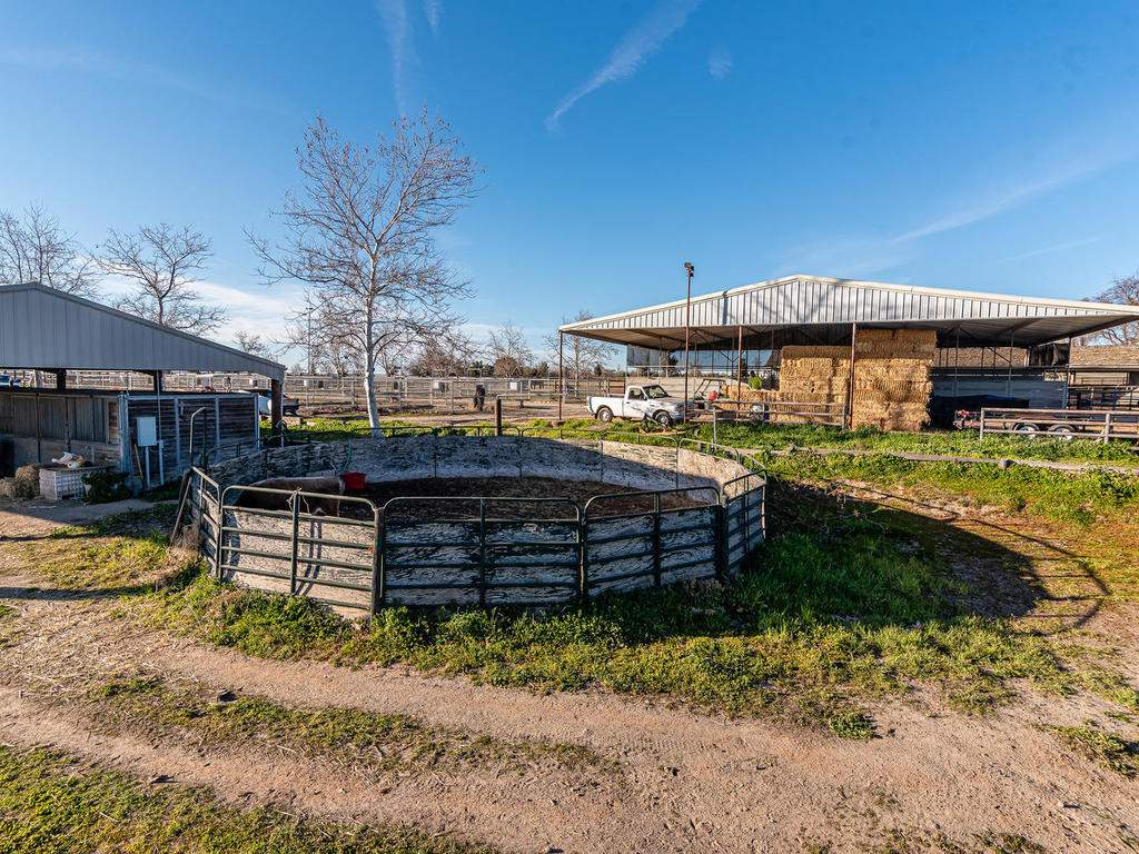 1880-Wellsona-Rd-Paso-Robles-049-049-Horse-Facilities-MLS_Size