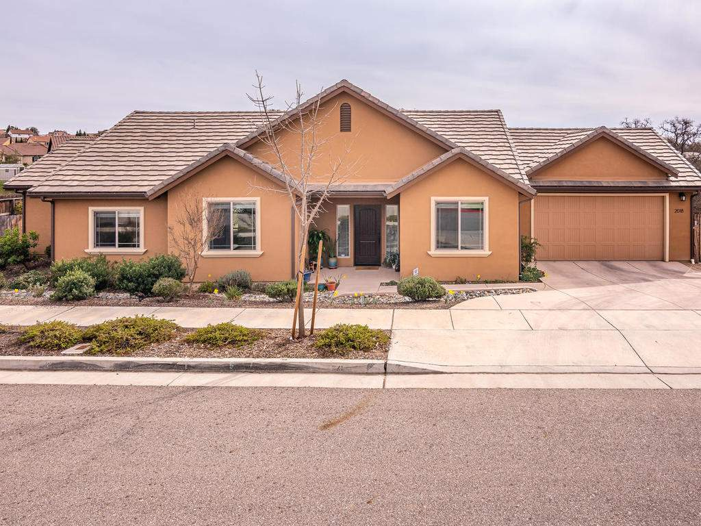 2018-Vista-Oaks-Way-Paso-001-003-Front-of-Home-MLS_Size