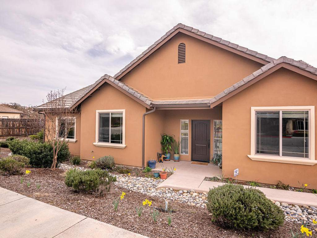 2018-Vista-Oaks-Way-Paso-002-001-Front-of-Home-MLS_Size